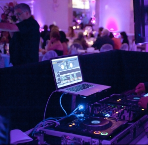 CurryeventServices.com - DJ booth and uplighting shot